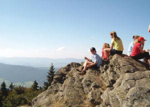 Kinder am Berggipfel
