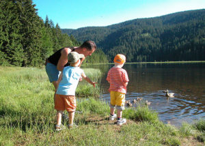 Entenfüttern am kleinen Abersee