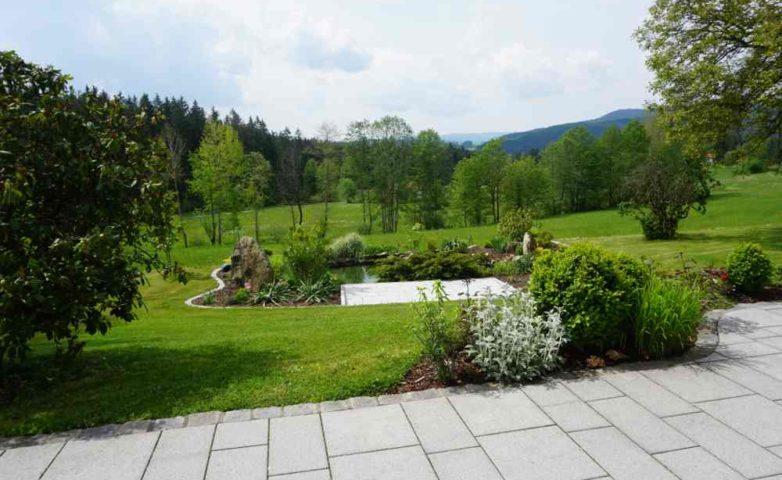 Ferienwohnung Blick von der Terrasse nach Arnbruck in das Zellertal