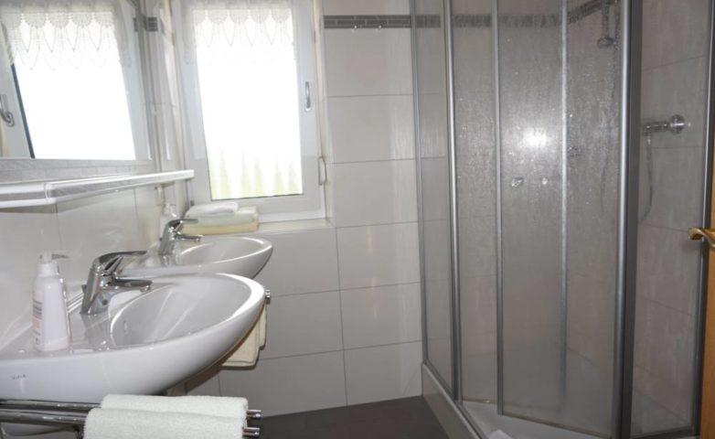FEWO mit Dusche und 2 Waschbecken